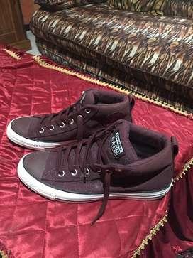 Dijual sepatu Converse merah uk 41,5