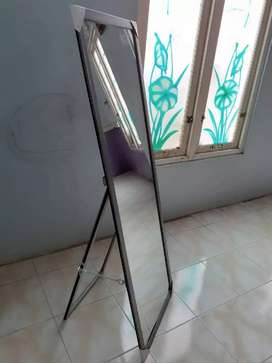 Cermin / kaca / standing / berdiri