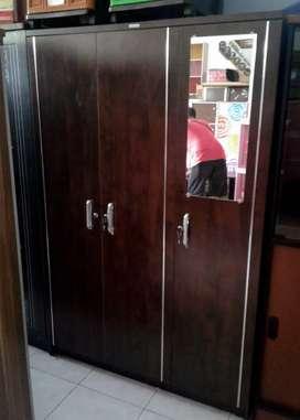 Lemari Baju Activ Vast-3P (Pintu Dengan Aksesoris Lis Chrome)