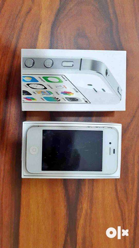 Brand New iPhone 4s(16gb) with All Accessories