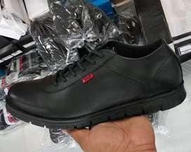 Sepatu kickes kulit asli,(BARANG SAMPAI BARU BAYAR)