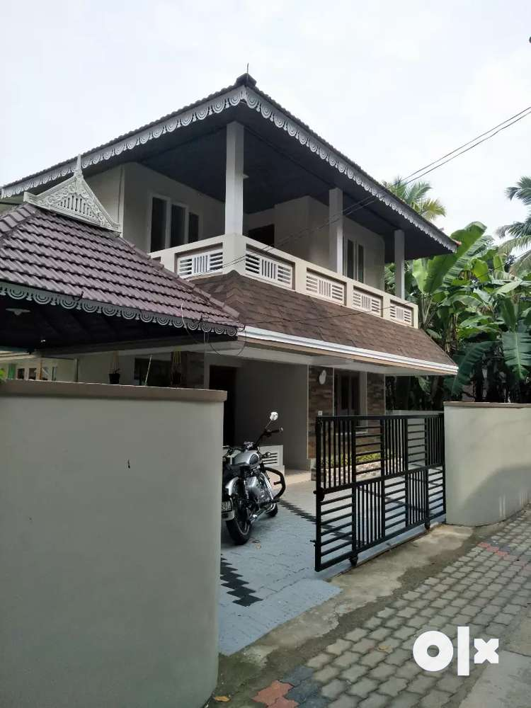5.5cent 2000sqft 4bhk independent house for sale in elamakkara