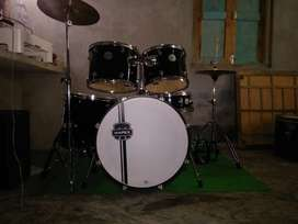Mapex drums with cymbals