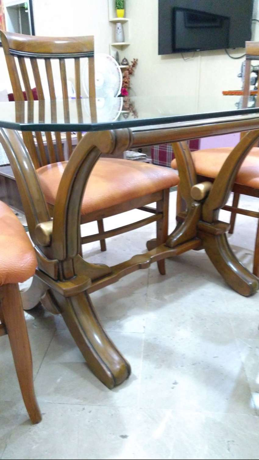 Wooden dinning table 0