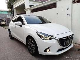 Mazda 2 R 2015 (model terbaru) AT matic kondisi istimewa