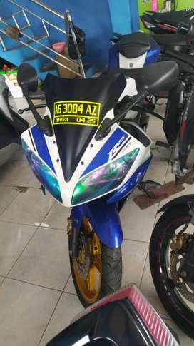 YAMAHA YZF R15 LENY MOTOR
