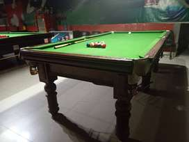 2 snooker table 1 pool table