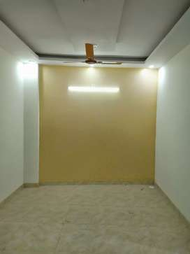 50 SQ yards 1bhk flat at 14 lacs on 20 ft road in uttam nagar