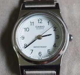 Jam tangan wanita Casio LQ-333A
