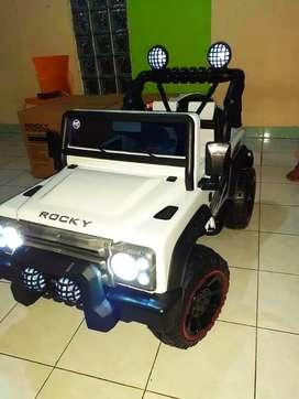 [COD] Mobil Mainan Aki Jeep / Mobil Mainan Pakai Remot Bisa Dinaiki