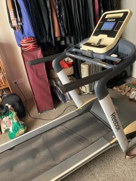Reebok Treadmill - motorised + elevation