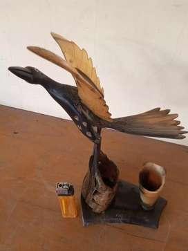 Barang antik burung bahan tanduk