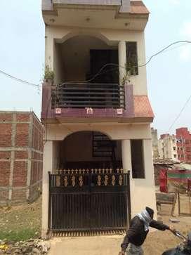 500 square fit  upar  ve  hai  roof  par  double story
