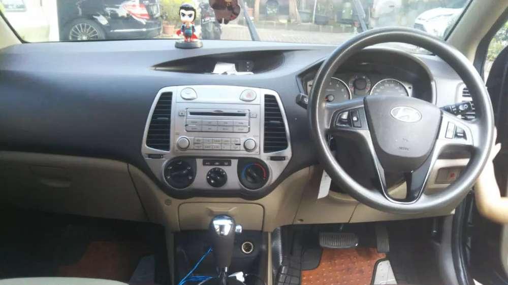 Hyundai i20 GL A/T no sunroof  Depok Kota #5
