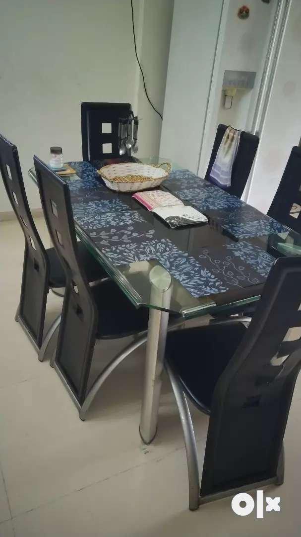 6 seaters dining table 0