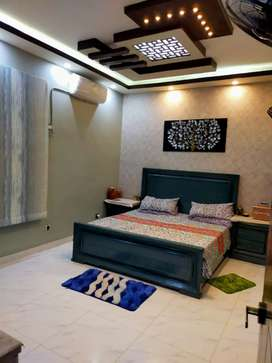 210 sq yards like new portion on ground floor with parking in jauhar