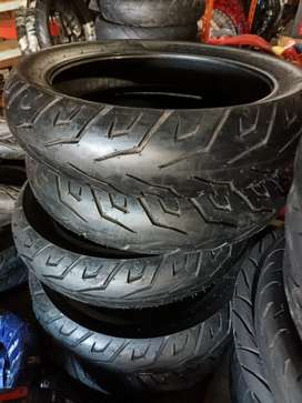 Ban Pirelli ukuran 140/70-17 tubles