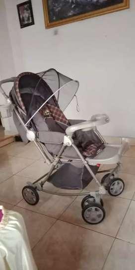 Stroler untuk bayi dan tempat mandi bayi