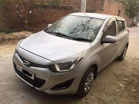 i20 magna optional .2012 .silver .new condition with NOC.