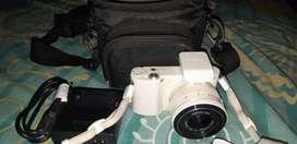 Samsung mirrorless NX 1000 smart camera WIFI putih thn.2014