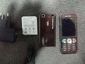 sony ericsson w890i condition 10/9  PTA register  with orignal chrgr