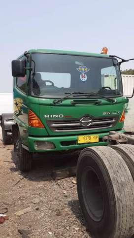 Hino ranger tractor head SG260 hijau tahun 2013 plat L