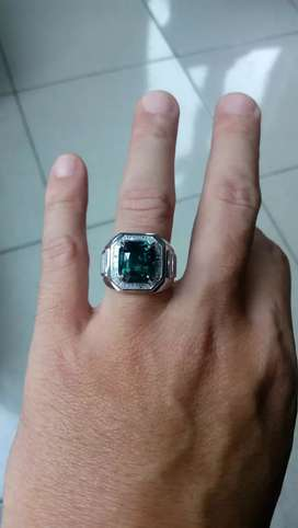 Green sapphire color change 7 carat