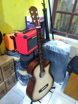 Gitar akustik string baru