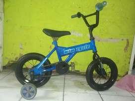 Sepeda anak ukuran 12 bwt anak 2-5 thn.free ongkir harga nett