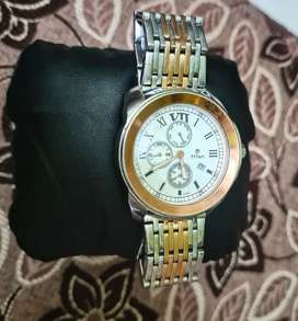TITAN Analog Watch (Rose gold) with Two toned Stainless Steel band