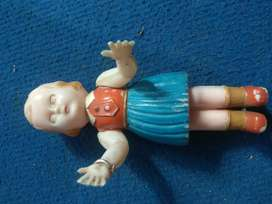 Boneka plastik tiup kuno