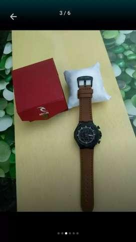 Di jual jam tangan baru dan bersegel lengkap kotaknya loh murahhh saja