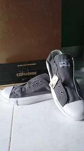 Sepatu converse pria