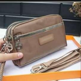 Dompet wanita ukuran tanggung