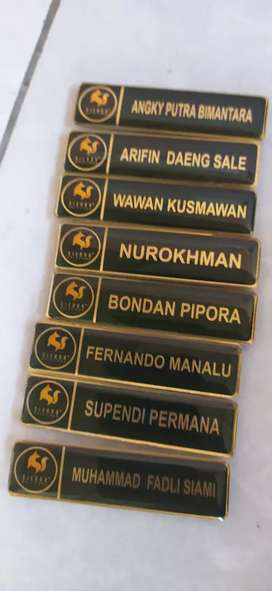 Nametag bahan kuningan plus resin plus magnet