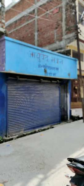 Dharm shala road par makan hai makan rahne aur dukan ke liye best hai