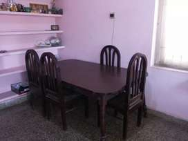 Dining table 6 seater rosewood ,35 yrs old, rate negotiable.