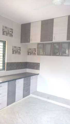Prime location 1 bhk tiptop separate tenament for rent near jain templ