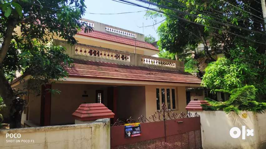 4 cent 1750 sqft 4 cent house at ernakulam near edapally 0