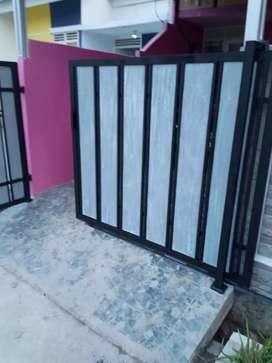 Pintu dorong minimalis modern motif kayu