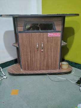 Tv table in very excellent condition