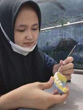 Tekniker Gigi Dental Lab