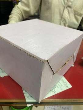 1/2 KG CAKE BOX PLAIN WHITE ( check description)