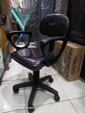 Kursi kantor pake tangan