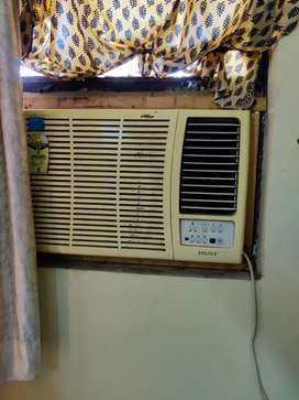 1.5 ton Voltas window AC with stabiliser