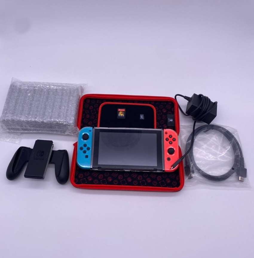 Nintendo Switch V2 +CD Mortal Combat 0