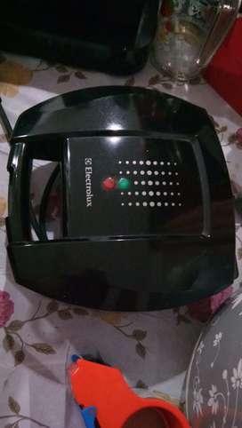 Pemanggang roti sandwich toaster electrolux