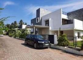 10cent 3500sqft Thevara Chakolas Bougain villa for sale