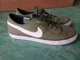 Sepatu Nike size 42
