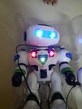 Smart Robot with Voice reception, Voice Interaction, Remote Control.